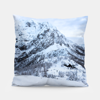 Miniature de image de Winter wonderland explorer Pillow, Live Heroes