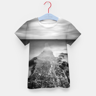 Imagen en miniatura de Disappearing pier in sea Kid's t-shirt, Live Heroes
