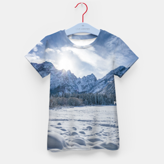 Imagen en miniatura de Sunny winter day at snowy frozen lake Fusine Kid's t-shirt, Live Heroes