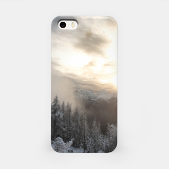 Miniaturka Sun shining at stunning winter scenery iPhone Case, Live Heroes