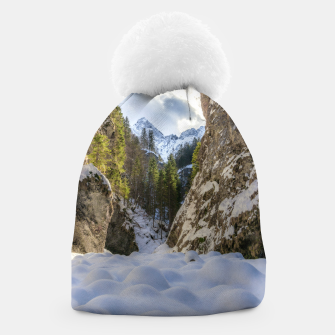 Miniatur Winter and spring valley and mountains Beanie, Live Heroes