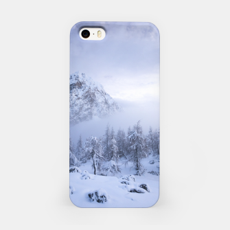 Miniatur Winter wonderland, fog, spruce forest and mountains iPhone Case, Live Heroes