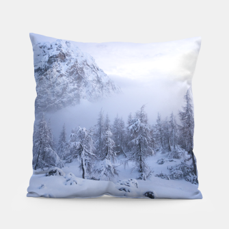 Miniatur Winter wonderland, fog, spruce forest and mountains Pillow, Live Heroes