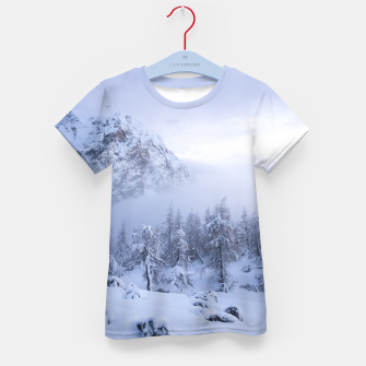 Miniatur Winter wonderland, fog, spruce forest and mountains Kid's t-shirt, Live Heroes