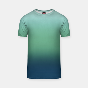 Imagen en miniatura de Blue green blue ombre green bottle color sea ocean blurred T-shirt, Live Heroes