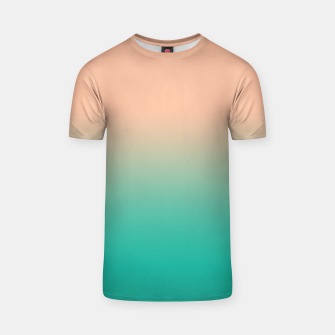 Pastel blush coral bottle green duotone gradient ombre summer stylish color pure soft light monochrome T-shirt Bild der Miniatur