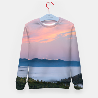 Imagen en miniatura de Sunrise morning fog in valley Triglav, Slovenia Kid's sweater, Live Heroes