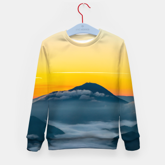 Imagen en miniatura de Orange sunrise sky above Uršlja gora, Slovenia Kid's sweater, Live Heroes