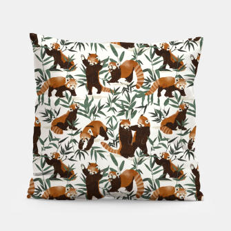 Little red pandas in nature Almohada Bild der Miniatur