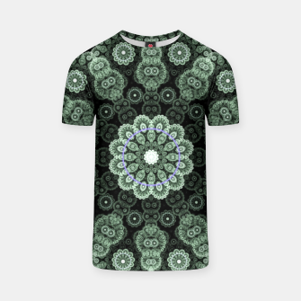 Thumbnail image of Green Fractal Lace Mandala Circle Pattern Camiseta, Live Heroes