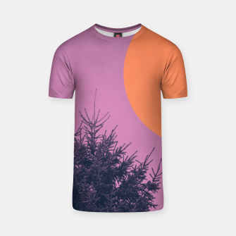 Miniatur Snowy pine tree and colorful background T-shirt, Live Heroes