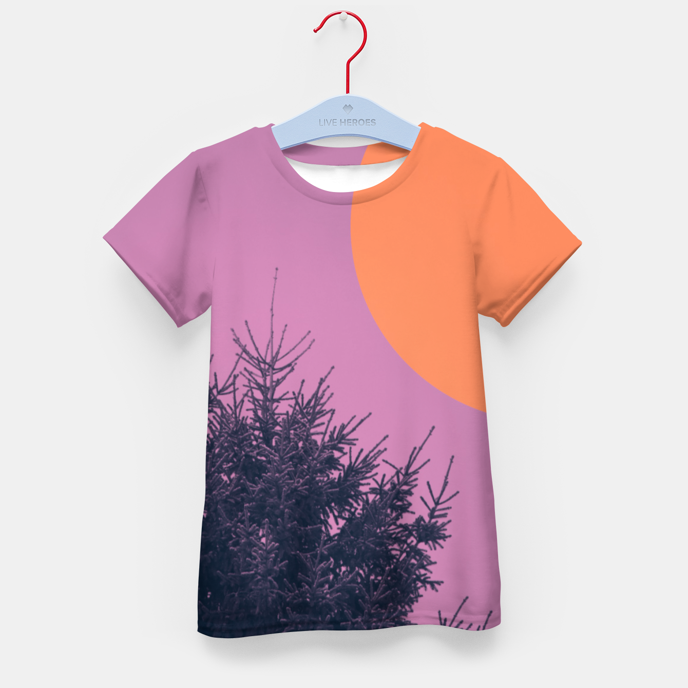 Foto Snowy pine tree and colorful background Kid's t-shirt - Live Heroes