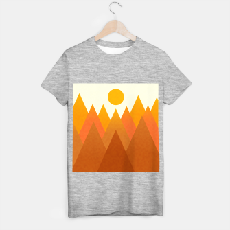 Miniatur Modern Warming Abstract Geometric Mountains Landscape with Rising Sun in Hot Autumnal Ochre Colors T-shirt regular, Live Heroes
