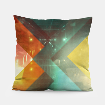 Imagen en miniatura de 70s Orange Abstract Techno Triangles Pillow, Live Heroes