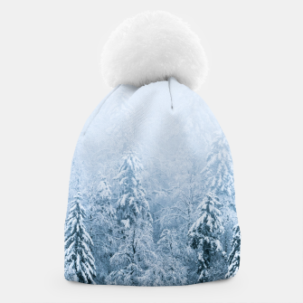 Miniatur Snow covered beech spruce forest in fog Beanie, Live Heroes