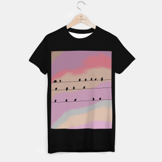 Miniatur Birds on wire and colorful background T-shirt regular, Live Heroes