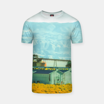 Miniatur road trip with countryside view and mountains background in California T-shirt, Live Heroes