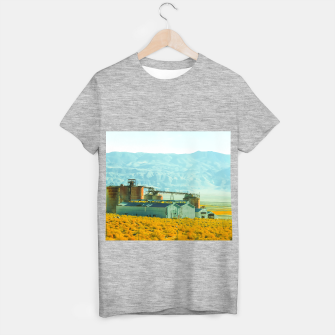 Miniatur road trip with countryside view and mountains background in California T-shirt regular, Live Heroes
