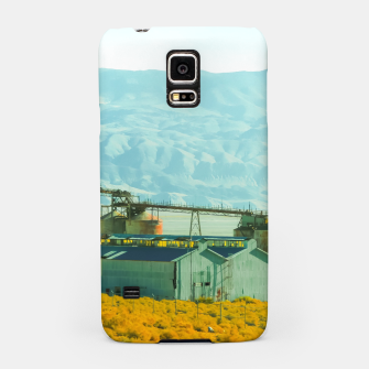 Miniatur road trip with countryside view and mountains background in California Samsung Case, Live Heroes