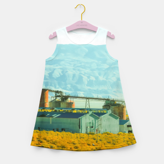 Miniatur road trip with countryside view and mountains background in California Girl's summer dress, Live Heroes