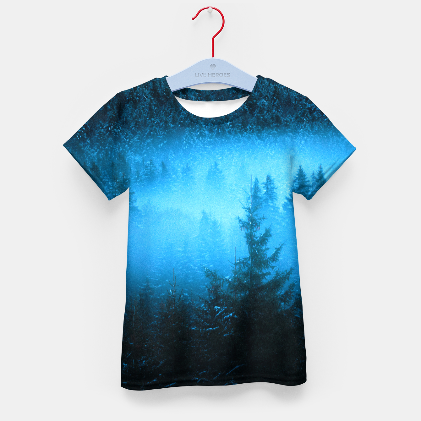Foto Magical fog in snowy spruce forest Kid's t-shirt - Live Heroes