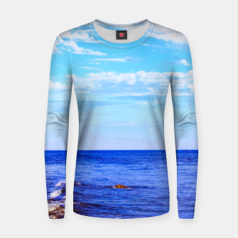 Miniatur blue ocean view with blue cloudy sky in summer Women sweater, Live Heroes