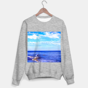 Miniatur blue ocean view with blue cloudy sky in summer Sweater regular, Live Heroes
