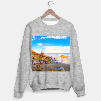 Miniatur sandy beach with blue cloudy sky in summer Sweater regular, Live Heroes