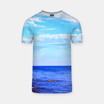 Miniatur blue ocean view with blue cloudy sky in summer T-shirt, Live Heroes