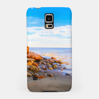 Miniatur sandy beach with blue cloudy sky in summer Samsung Case, Live Heroes