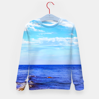 Miniatur blue ocean view with blue cloudy sky in summer Kid's sweater, Live Heroes