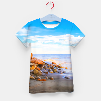 Miniatur sandy beach with blue cloudy sky in summer Kid's t-shirt, Live Heroes