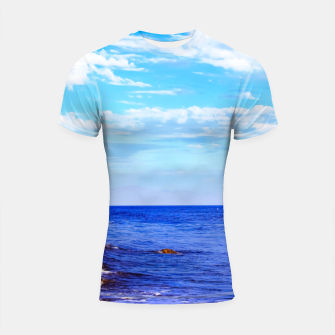 Miniatur blue ocean view with blue cloudy sky in summer Shortsleeve rashguard, Live Heroes