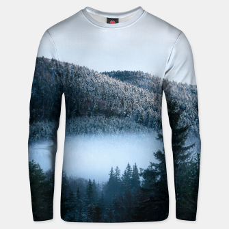 Mysterious fog trapped in winter spruce forest Unisex sweater Bild der Miniatur