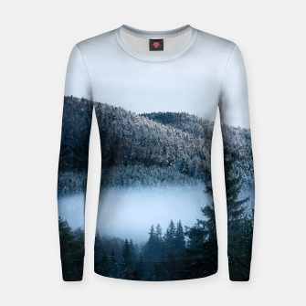 Mysterious fog trapped in winter spruce forest Women sweater Bild der Miniatur