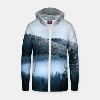 Mysterious fog trapped in winter spruce forest Zip up hoodie Bild der Miniatur
