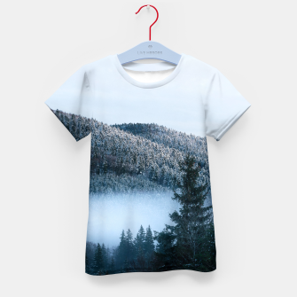 Miniatur Mysterious fog trapped in winter spruce forest Kid's t-shirt, Live Heroes