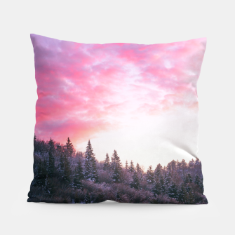 Magical bright pink sunset above snowy forest Pillow Bild der Miniatur
