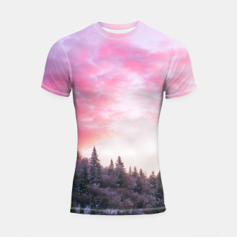 Magical bright pink sunset above snowy forest Shortsleeve rashguard Bild der Miniatur