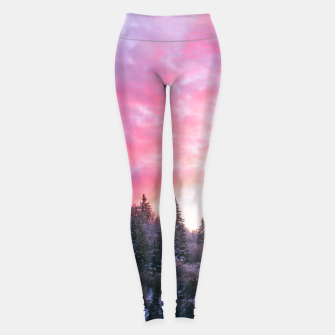 Magical bright pink sunset above snowy forest Leggings Bild der Miniatur