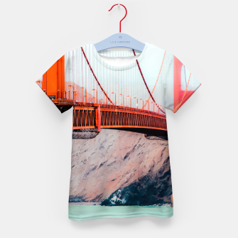 Miniatur Boat and bridge view at Golden Gate Bridge, San Francisco, USA Kid's t-shirt, Live Heroes