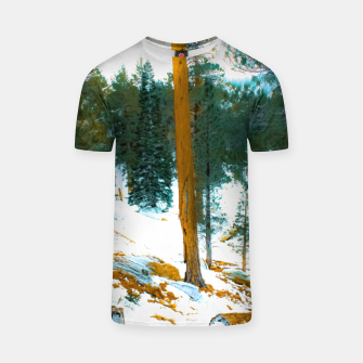 Miniature de image de green pine tree in winter with snow at Palm Springs Aerial Tramway, California, USA T-shirt, Live Heroes