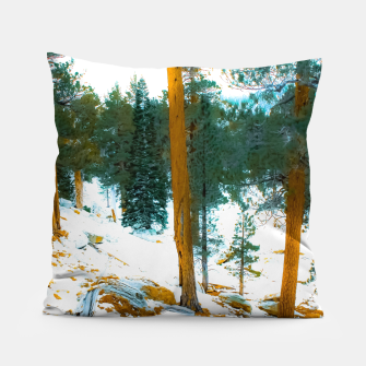 Miniature de image de green pine tree in winter with snow at Palm Springs Aerial Tramway, California, USA Pillow, Live Heroes