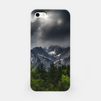 Imagen en miniatura de Stormy skies above mountains and spring forest iPhone Case, Live Heroes