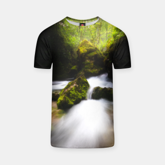 Miniaturka Water flowing through enchanted mossy forest T-shirt, Live Heroes