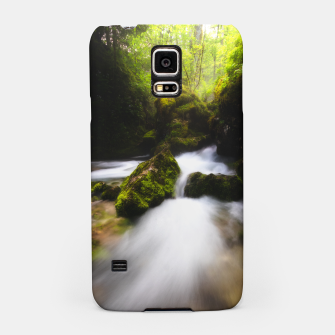 Miniaturka Water flowing through enchanted mossy forest Samsung Case, Live Heroes