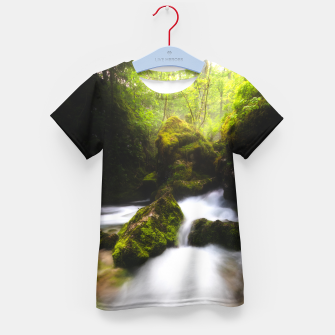 Miniatur Water flowing through enchanted mossy forest Kid's t-shirt, Live Heroes